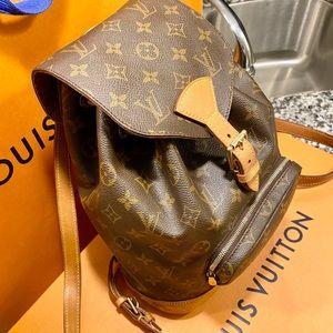 Louis Vuitton Montsouri MM bookbag